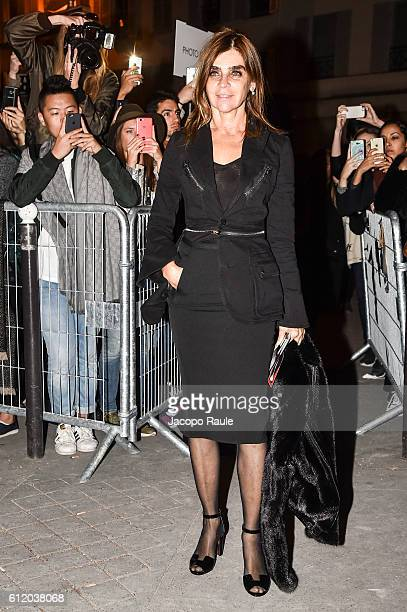Carine Roitfeld is seen arriving at Givenchy Fashion show during Paris Fashion Week Spring/Summer 2017 on October 2 2016 in Paris France