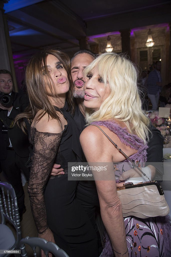 Carine Roitfeld, Marc Jacobs and Donatella Versace attend the amfAR dinner at the Pavillon LeDoyen during the Paris Fashion Week Haute Couture on July 5, 2015 in Paris, France.