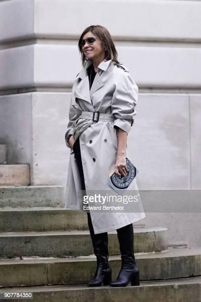 Carine Roitfeld wears a trench coat outside Balmain during Paris Fashion Week Menswear Fall Winter 20182019 on January 20 2018 in Paris France
