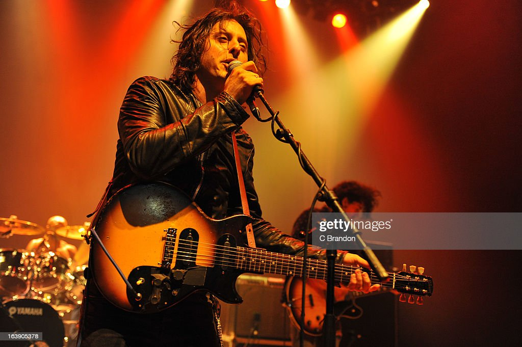 The Rifles & Carl Barat Perform In London