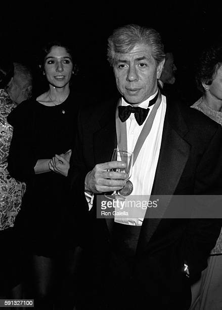 Carl Bernstein attends A Decade of Literary Lions Benefit Gala on November 8 1990 at the New York Public Library in New York City