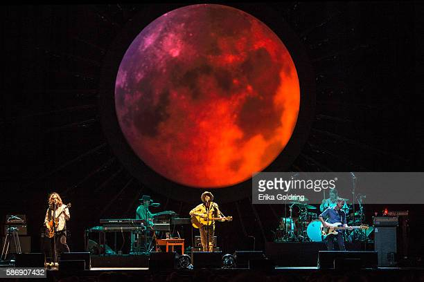 Carl Broemel Bo Koster Ray LaMontagne Patrick Hallahan and Tom Blankenship perform during the Ouroboros Tour at FirstMerit Bank Pavilion at Northerly...