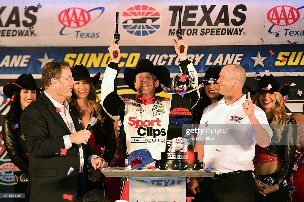 NASCAR Sprint Cup Series AAA Texas 500 : News Photo