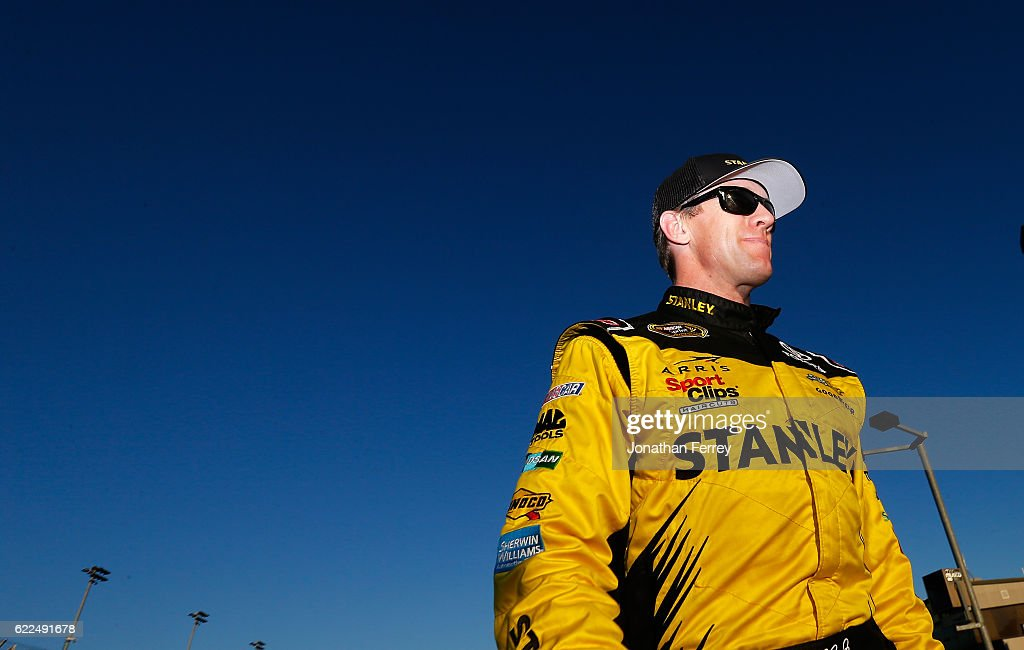 NASCAR Sprint Cup Series Can-Am 500 - Qualifying : News Photo