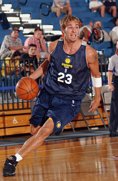 carl-english-of-the-indiana-pacers-handl
