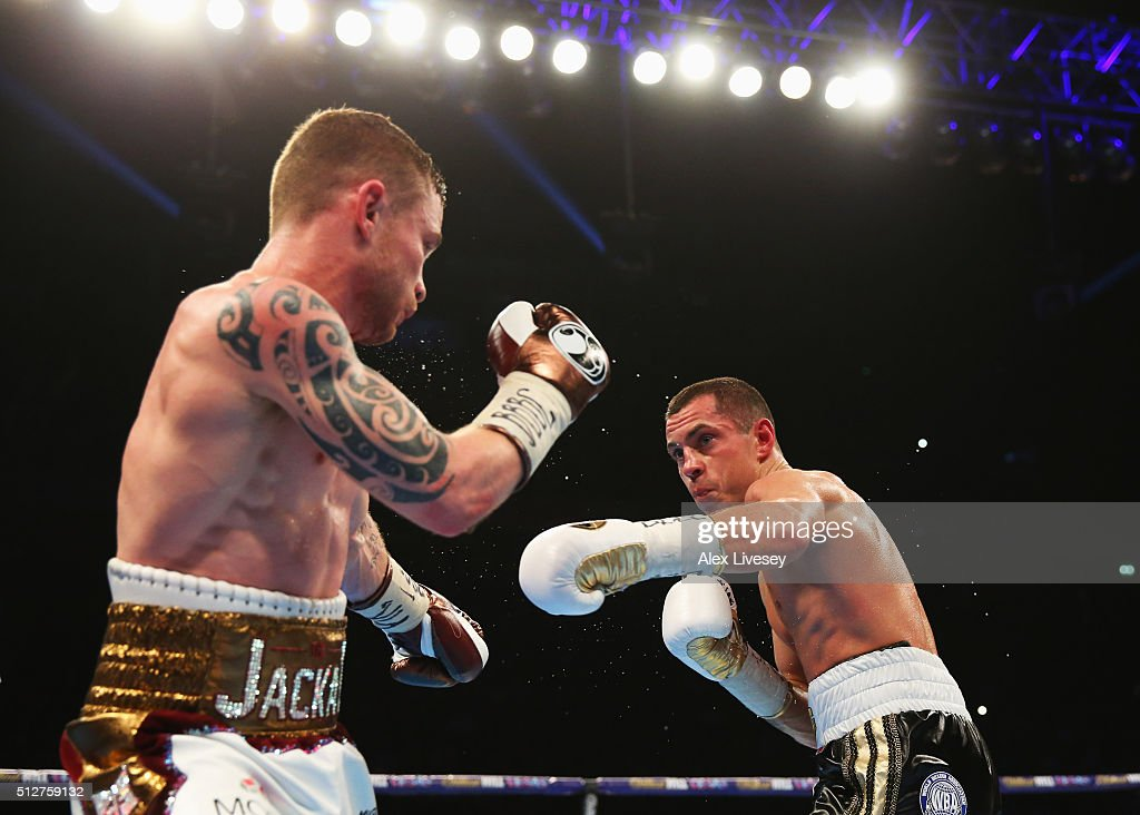 Carl Frampton (L) and Scott Quigg in action during their World Super-Bantamweight title contest at Manchester Arena on February 27, 2016 in Manchester, England.