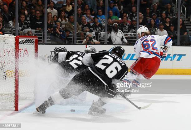 Carl Hagelin of the New York Rangers scores a goal on goaltender Jonathan Quick of the Los Angeles Kings in the first period of Game One of the 2014...