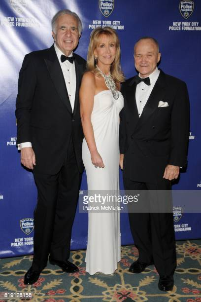 Carl Icahn Gail Icahn and Commissioner Raymond Kelly attend NEW YORK CITY POLICE FOUNDATION 32nd Annual Gala at Waldorf=Astoria on March 16 2010 in...