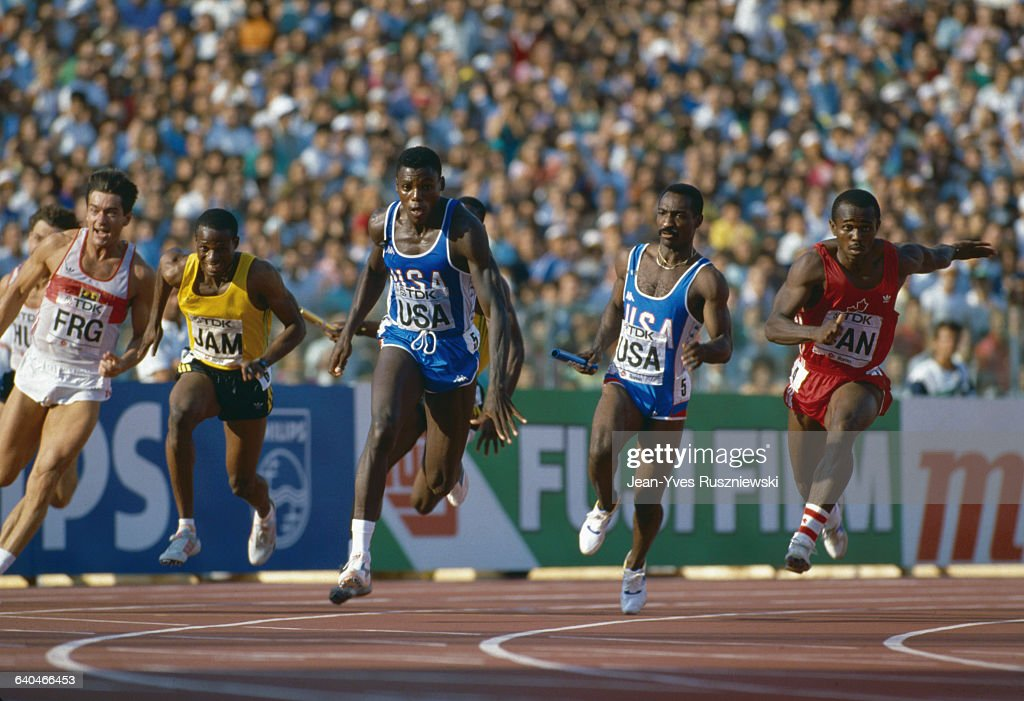 Carl Lewis in 4x100 Metre Race News Photo | Getty Images