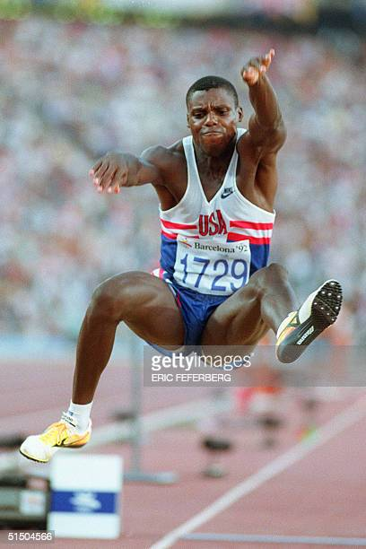 Carl Lewis of the USA flies through the air during the final of the men's Olympic long jump competition 06 August 1992 in Barcelona Lewis won the...