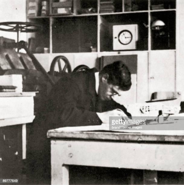 Carl Otto Czeschka working in the bookbinderworkshop of the Wiener Werkstaette Photograh 1906