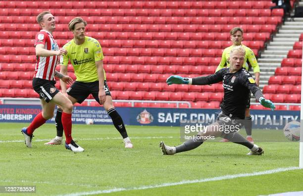 Carl Winchester of Sunderland scores the equalising goal during the Sky Bet League One match between Sunderland and Northampton Town at Stadium of...