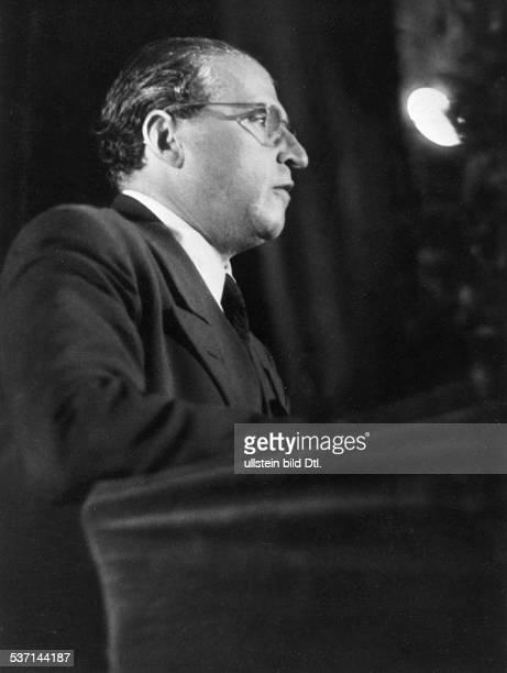 Carl ZuckmayerCarl Zuckmayer Schriftsteller D Ansprache zur Eröffnung der 'Freien Volksbühne' Berlin 1947