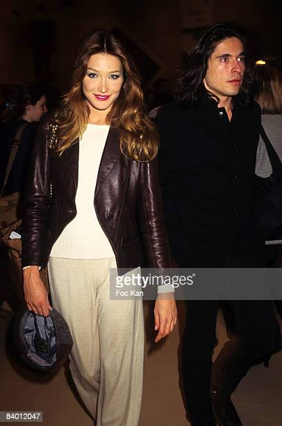 Carla Bruni and Arno Klarsfeld attend a Ready To Wear Fashion Show at the Carrousel Du Louvre on Mars 11995 in Paris France