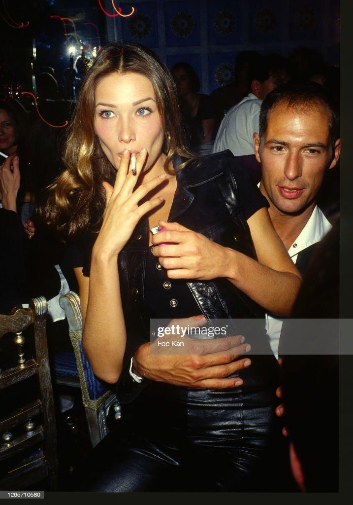 https://media.gettyimages.com/photos/carla-bruni-and-chris-martin-attend-a-venus-de-la-mode-fashion-party-picture-id1265710580