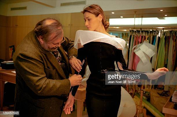 Carla Bruni and Gianfranco Ferre during the Dior fittings in Paris France in January 1995