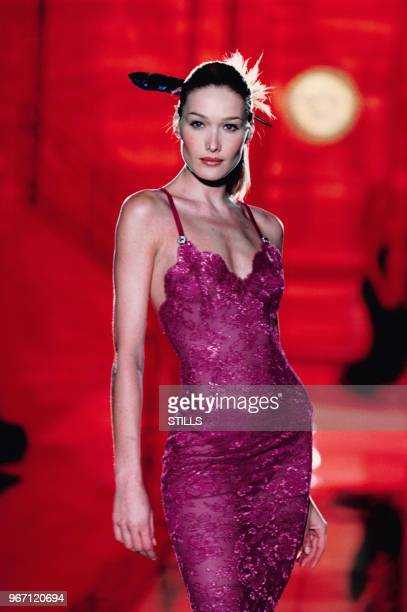 11580 Versace Haute Couture Show Photos and Premium High Res Pictures