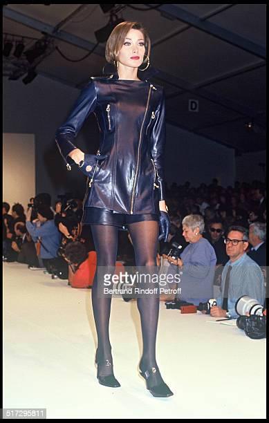 Carla Bruni Claude de Montana ready to wear fashion show fall winter 1992 in Paris