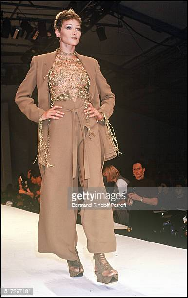 Carla Bruni Claude Montana ready to wear fashion show spring summer 1994 collection in Paris