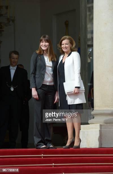 Carla Bruni Sarkozy et Valérie Trierweiler lors de la passation de pouvoir à l'Elysée le 15 mai 2012