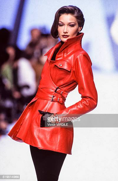 Carla Bruni walks the runway at the Claude Montana Ready to Wear Fall/Winter 19921993 fashion show during the Paris Fashion Week in March 1992 in...