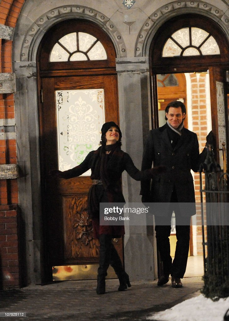 Carla Gugino and Jim Carrey filming on location for