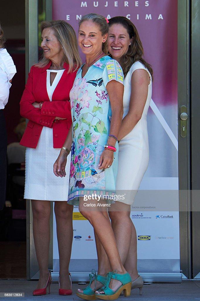 Carla Royo-Villanova (C) attends the XXV FEDEPE awards ceremony at Retiro Park on July 26, 2016 in Madrid, Spain.