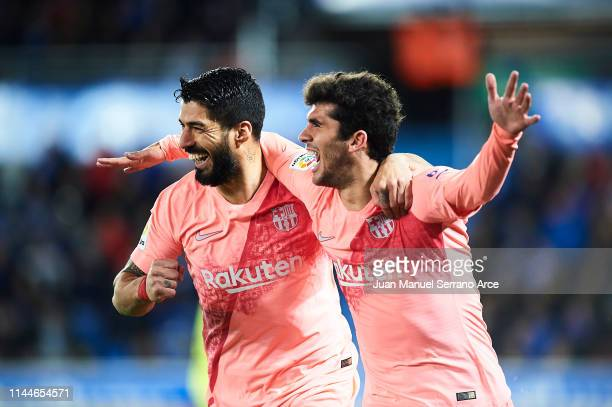 Carles Alena of FC Barcelona celebrates after scoring with Luis Suarez of FC Barcelona during the La Liga match between Deportivo Alaves and FC...