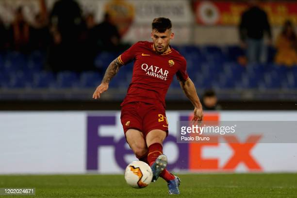 Carles Perez of AS Roma scores the opening goal during the UEFA Europa League round of 32 first leg match between AS Roma and KAA Gent at Stadio...