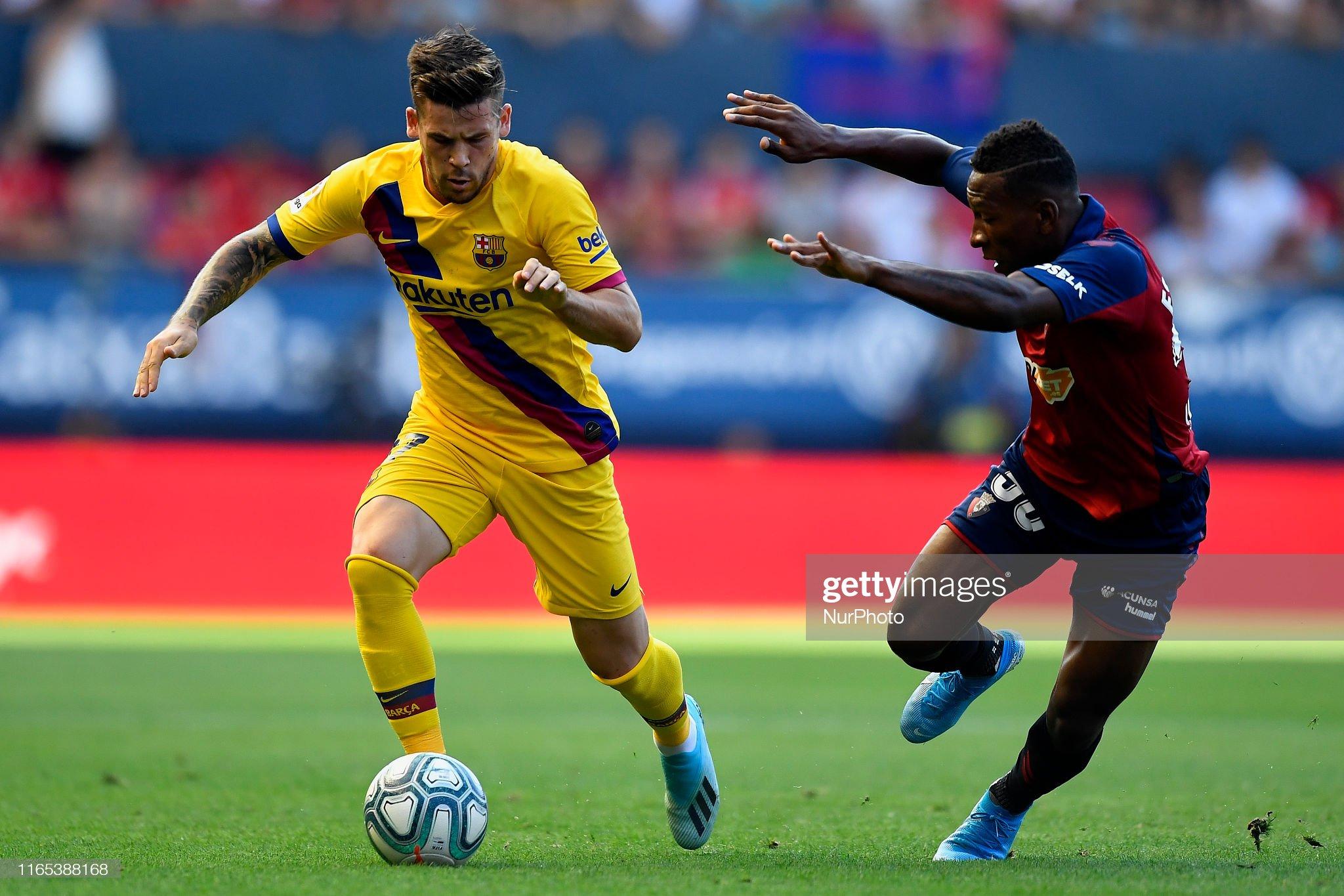 صور مباراة : أوساسونا - برشلونة 2-2 ( 31-08-2019 )  Carles-perez-of-barcelona-and-pervis-estupinan-of-osasuna-competes-picture-id1165388168?s=2048x2048