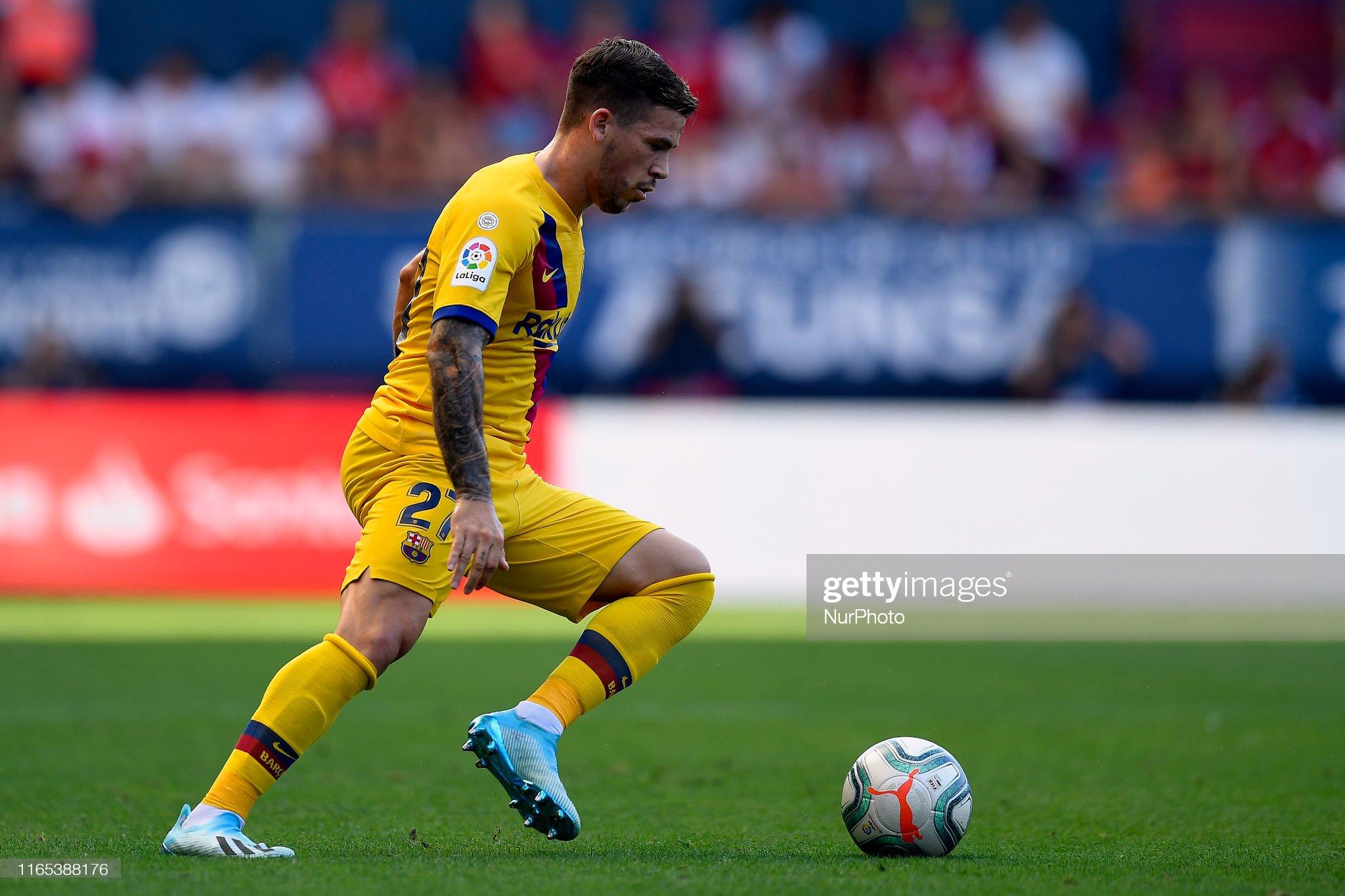 صور مباراة : أوساسونا - برشلونة 2-2 ( 31-08-2019 )  Carles-perez-of-barcelona-controls-the-ball-during-the-liga-match-ca-picture-id1165388176?s=2048x2048