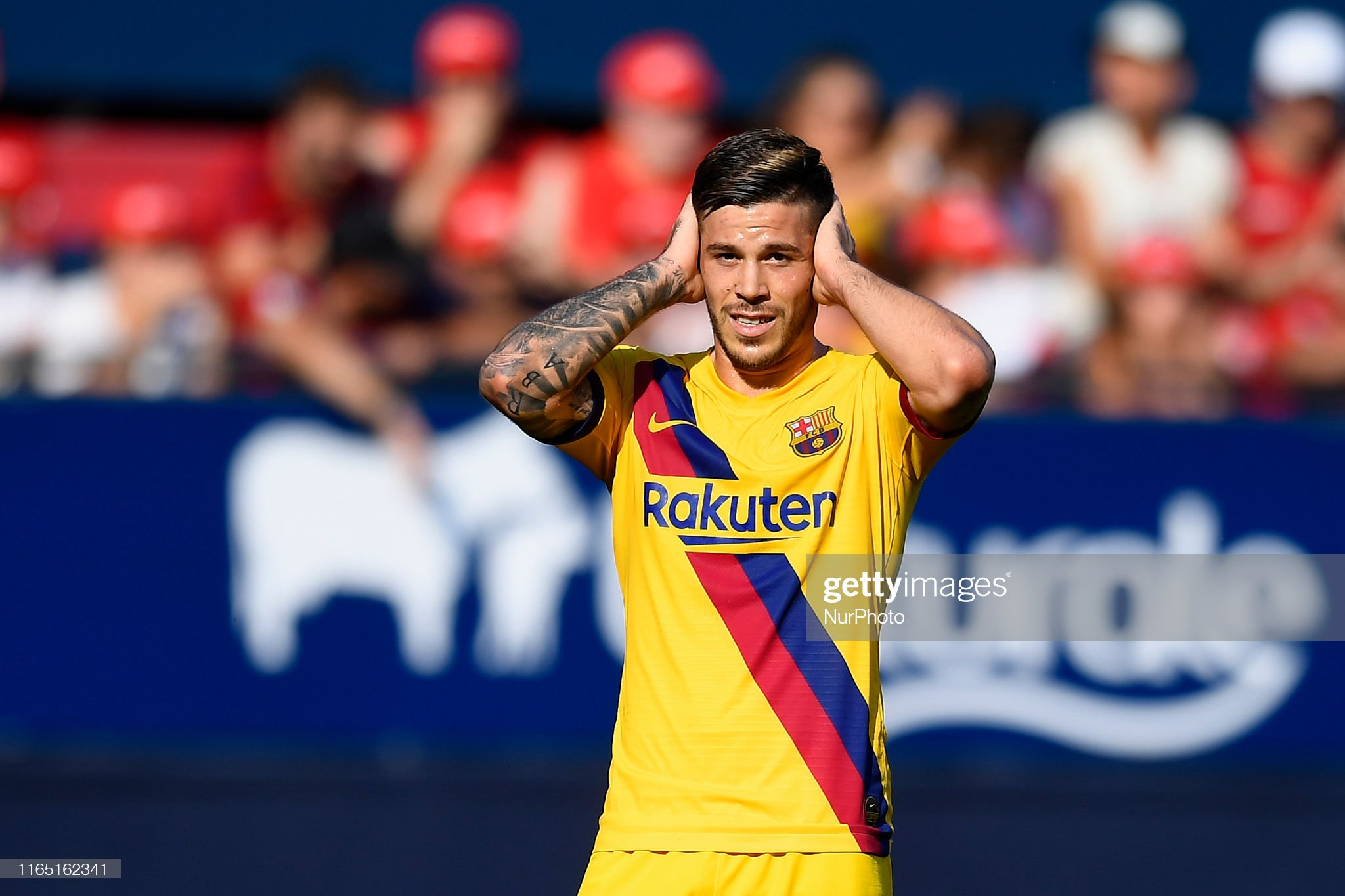 صور مباراة : أوساسونا - برشلونة 2-2 ( 31-08-2019 )  Carles-perez-of-barcelona-lament-a-failed-occasion-during-the-liga-picture-id1165162341?s=2048x2048