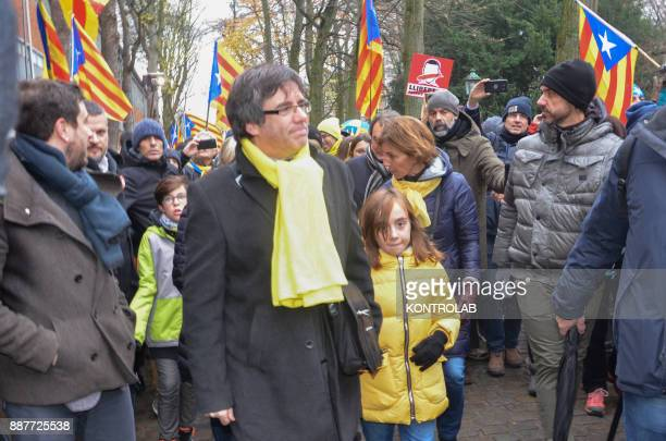 Carles Puigdemont with Catalan protesters during the parade in Brussels to protest against Europe by inviting Europe to 'wake up' on the Catalan...