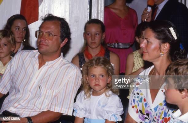 CarlGustav et Silvia de Suède et leurs enfants en visite à SaintBarthélemy en janvier 1988 France