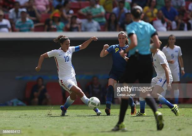Carli Lloyd of United States controls the ball against Kosovare Asllani of Sweden during the Women's Football Quarterfinal match at Mane Garrincha...