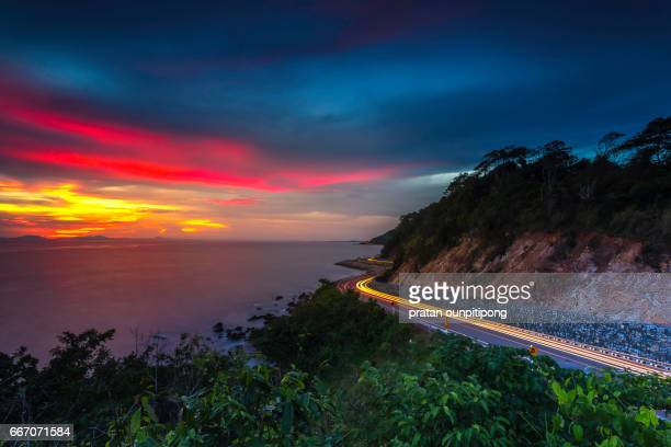 carlight on a curved ocean road - chanthaburi sea stock pictures, royalty-free photos & images