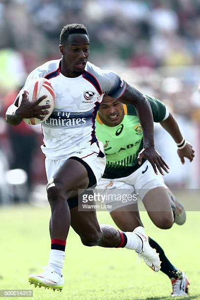 Carlin Isles of the USA scores a try against South Africa in the Cup quarter final match during the Emirates Dubai Rugby Sevens HSBC World Rugby...