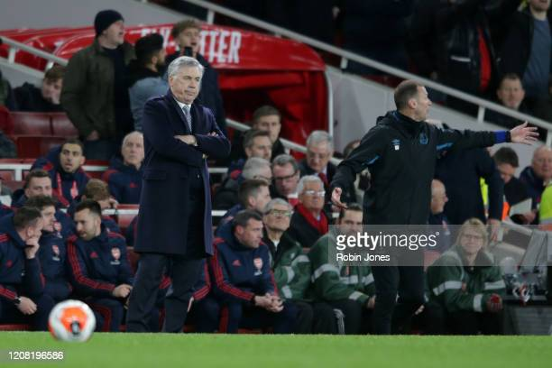 Carlo Ancelotti and Duncan Ferguson of Everton during the Premier League match between Arsenal FC and Everton FC at Emirates Stadium on February 23...