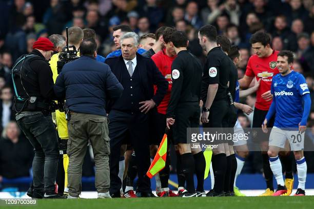 Carlo Ancelotti Manager of Everton confronts Referee Chris Kavanagh during the Premier League match between Everton FC and Manchester United at...