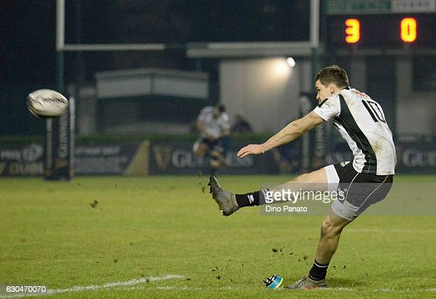 Carlo Canna of Zebre Rugby scores a penalty kick during the Guinness Pro 12 match between Benetton Treviso and Zebre Rugby at Stadio comunale di...