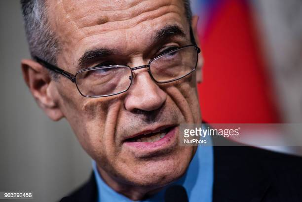 Carlo Cottarelli former director of the IMF addresses journalists after speaking with Italian President Sergio Mattarella on May 28 2018 at the...