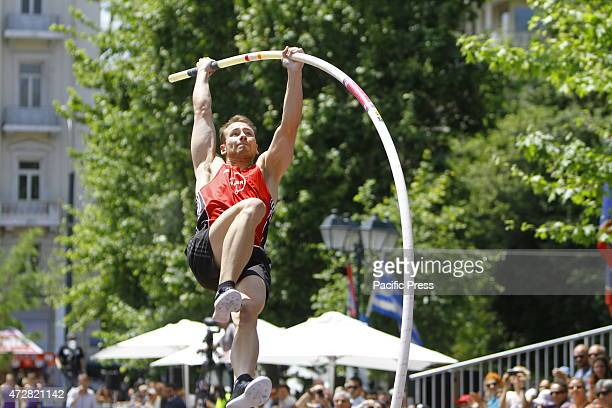 SQUARE ATHENS ATTICA GREECE Carlo Paech from Germany swings up on the pole at one of his attempts Twelve elite pole vaulters from Greece and Europe...