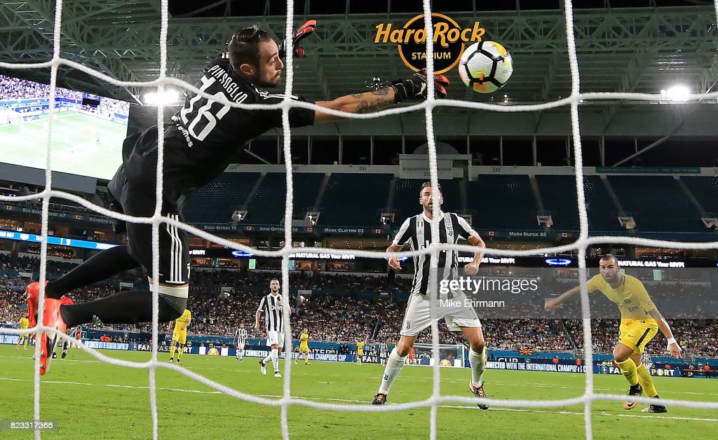Carlo Pinsoglio #16 of Juventus makes a save on Jese #22 of Paris Saint-Germain during the International Champions Cup 2017 match at Hard Rock Stadium on July 26, 2017 in Miami Gardens, Florida.
