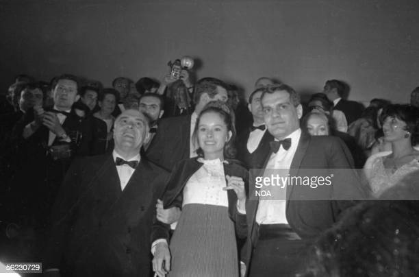 Carlo Ponti Italian producer Geraldine Chaplin and Omar Sharif actors Presentation of the movie 'Doctor Jivago' of David Lean Festival of Cannes 1966...
