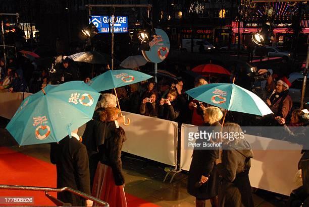 """Carlo von Tiedemann, Lebensgefährtin Julia Laubrunn , Fans, Presse, Welt-Premiere Musical """"Ich war noch niemals in New York"""" nach Hits von U D O J †..."""