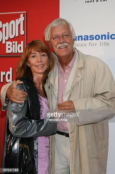 """Carlo Von Tiedemann Und Freundin Julia Laubrunn Bei Der Verleihung Des """"Sport Bild Award 2006"""" Im Indochine In Hamburg ."""