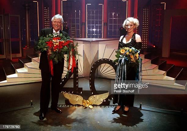 Carlo von Tiedemann und Julia Westlake N3Aktuelle Schaubude zum 40 JubiläumBlumen Blumensträuße