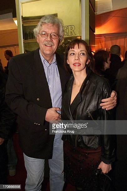 """Carlo Von Tiedemann Und Seine Freundin Julia Laubrunn Bei Der Premiere Des Beatles Musicals """"All You Need Is Love""""Im St. Pauli Theater In Hamburg Am..."""
