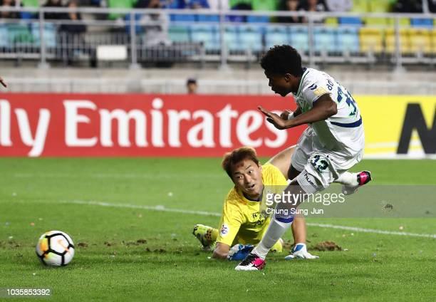Carlos Adriano of Jeonbuk Hyundai Motors scores a first goal during the AFC Champions League Quarter Final second leg match between Suwon Samsung...