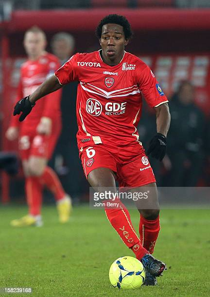 Carlos Alberto Sanchez of VAFC in action during the French Ligue 1 match between Valenciennes FC and Paris SaintGermain FC at the Stade du Hainaut on...